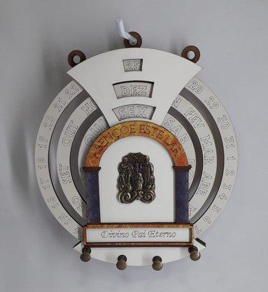 Calendário Permanente com Porta Chaves - Divino Pai Eterno -