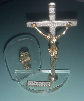 """Pedestal Acrílico 1ª Eucaristia """"Cristo na Cruz + Cálice """""""
