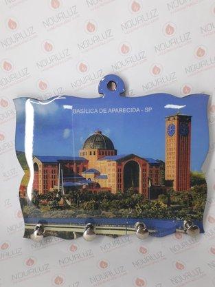 Porta Chaves 4 Pinos Resinado - Imagem Basílica Dia -
